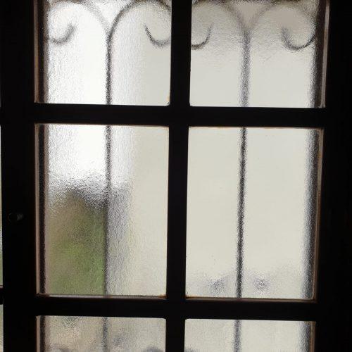 צל על חלון