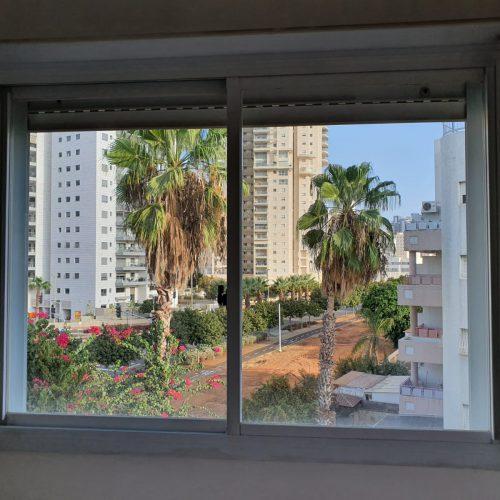מבט מהחלון